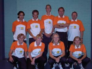 Team 1 bestaat uit Jordy Halapiry, Koen Ridder, Ruud Bosch, Jan Helmond (coach), Martin ter Plegt (fysio), en hurkend Betty en Eva Krab,Karina de Wit, Ilse Vooren